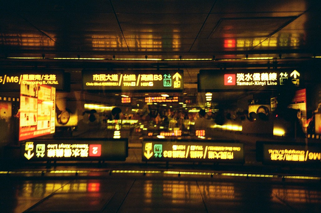 Redscale / Lomo LC-A+ 2015/11/01 呈現一個狂亂測試練習重複曝光的畫面!  有些畫面都感覺底片快燒掉了!  Lomo LC-A+ Lomography Redscale XR 50-200 35mm 2506-0037 Photo by Toomore
