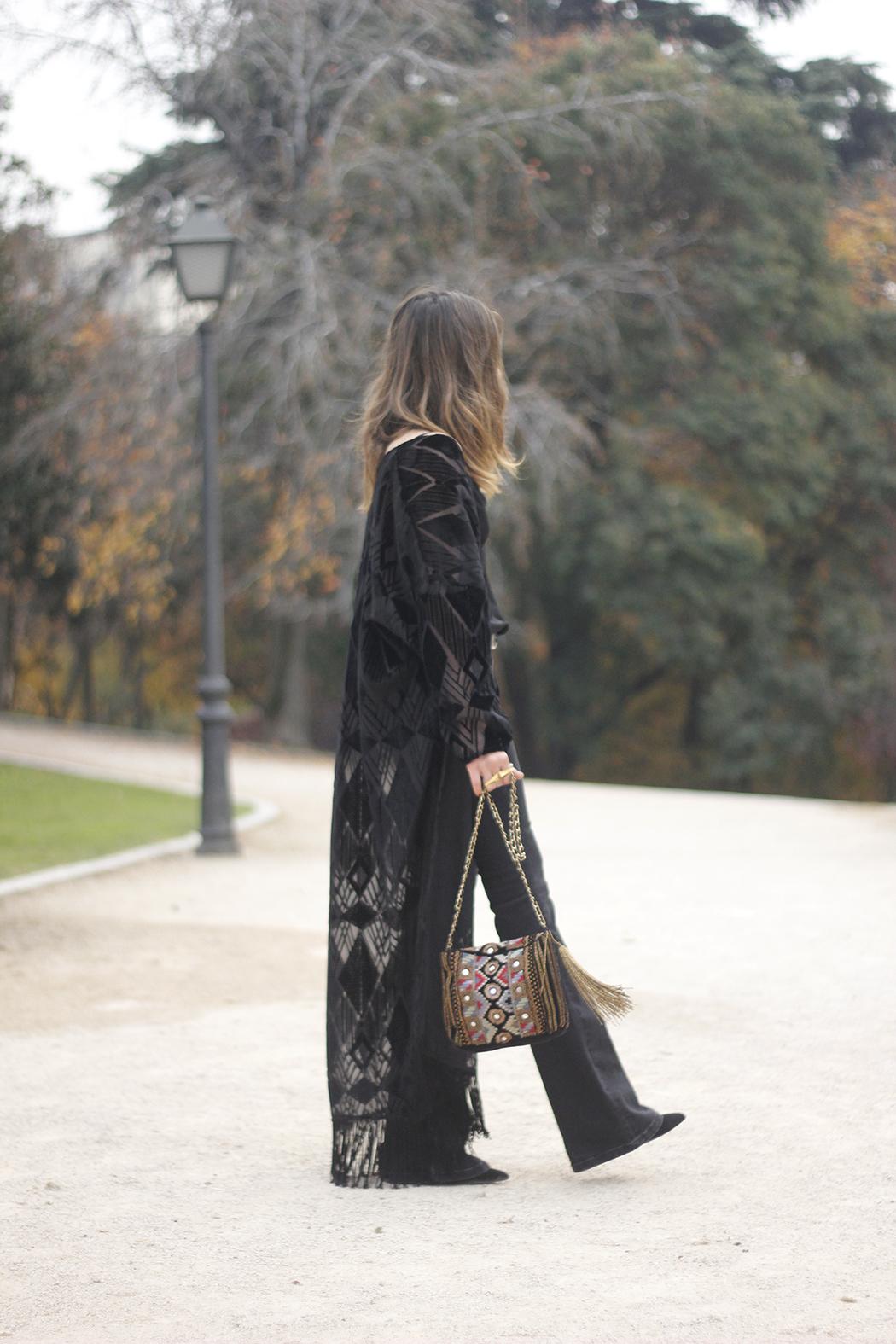 Black Kimono Black flared jeans outfit12