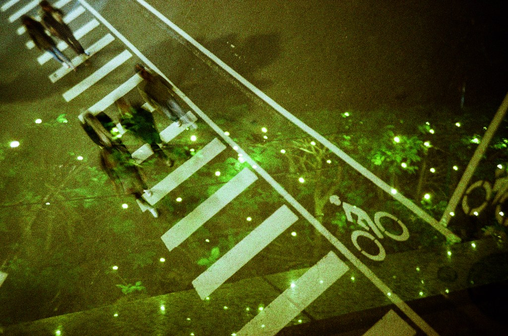 Taipei / Slide / Lomo LC-A+ Slide 這卷有點難拍,粒子也有點太粗了。  Lomo LC-A+ Lomography Slide / XPro 200 ISO 35mm 2015/12/16 - 2015/12/18 5223-0038 Photo by Toomore