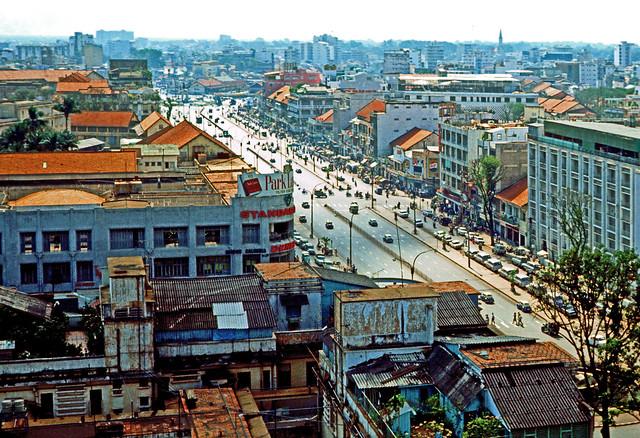 Saigon 1969-70 - Photo by Leroy P. McCarty - ĐL Lê Lợi nhìn từ KS Caravelle