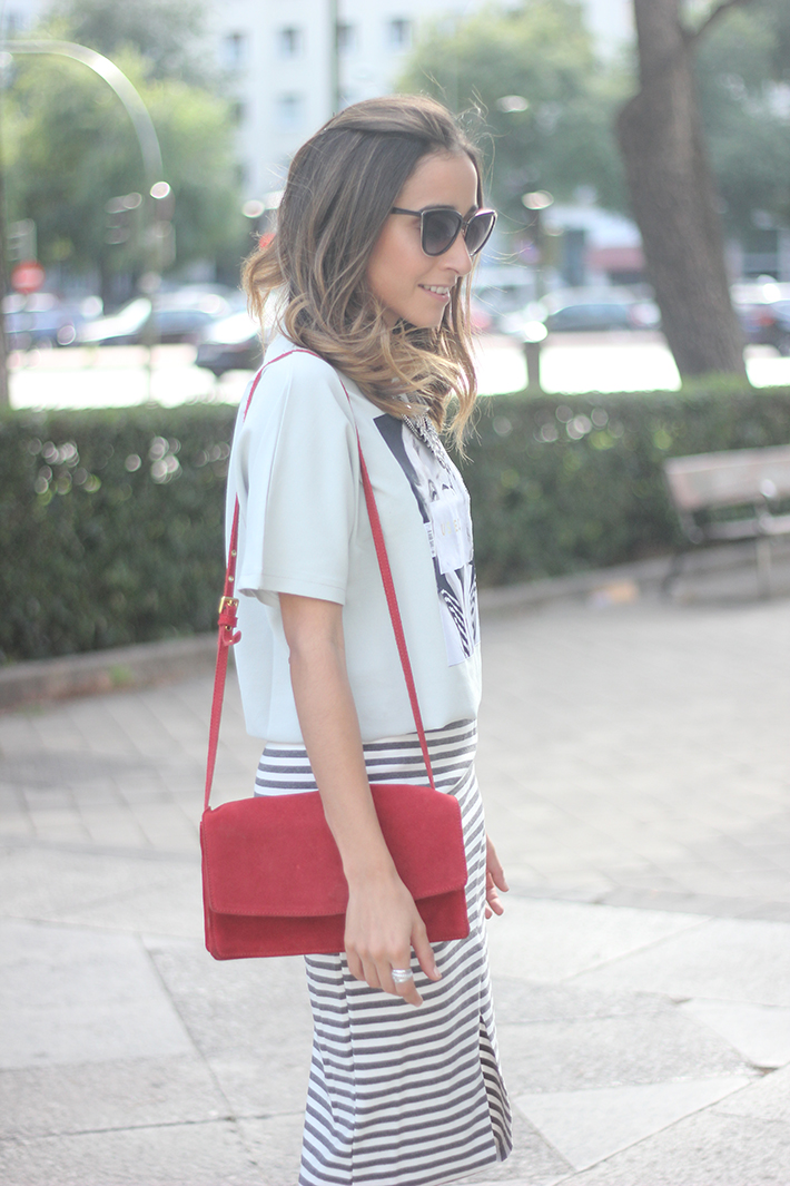 Pencil Stripped Skirt Red Bag Shoes Heels Outfit Tshirt15