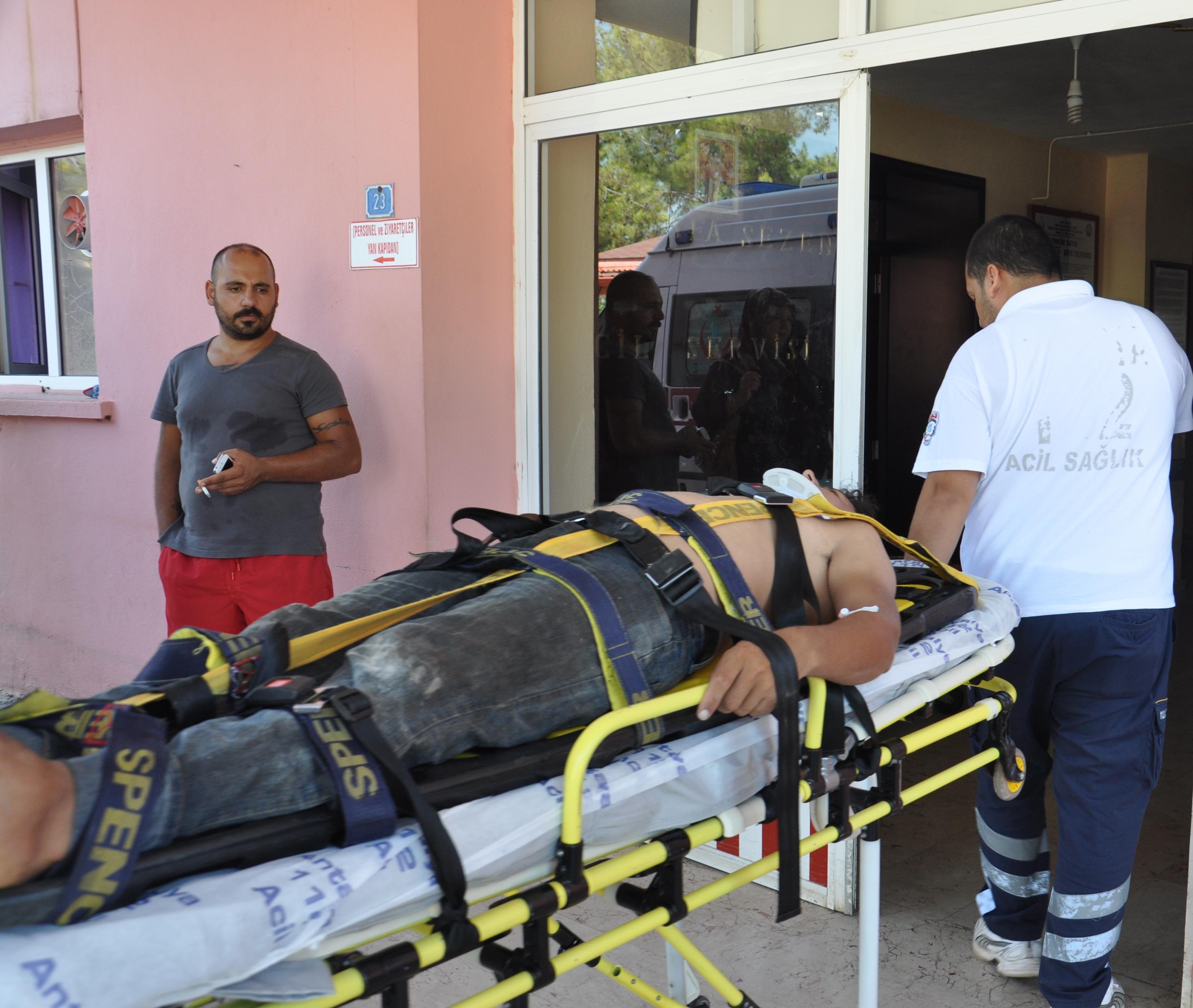 Yaralı, Alanya Devlet Hastanesi'ne sevk edildi.