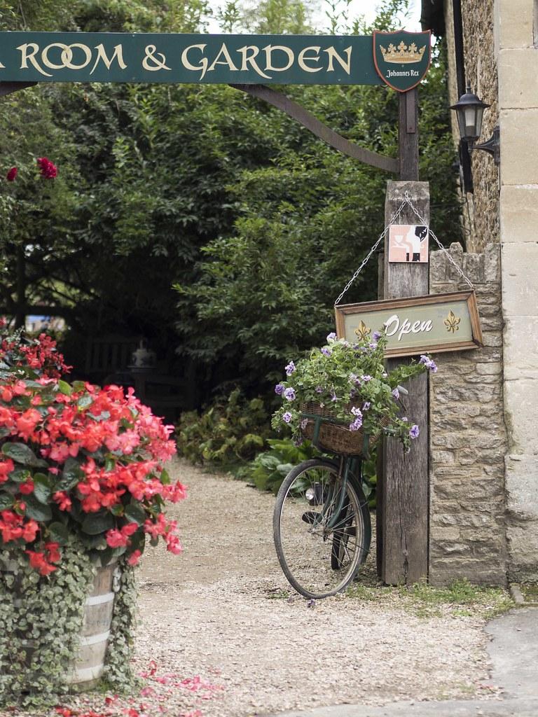 Lacock-village2