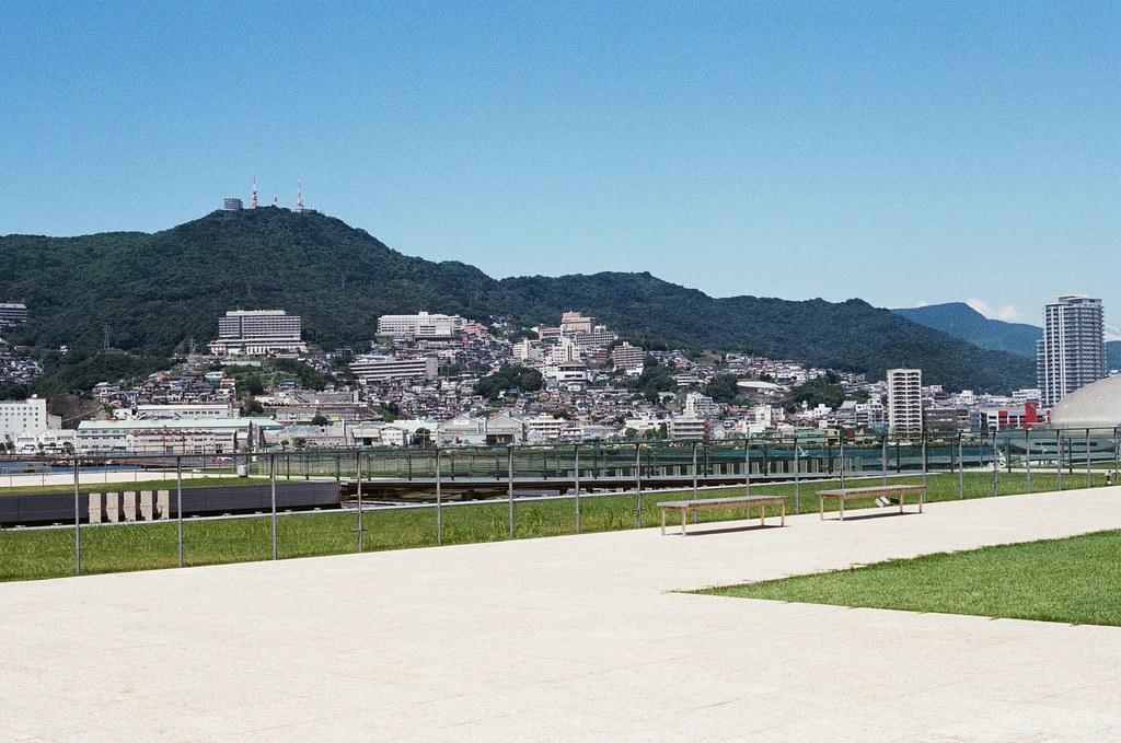 長崎縣美術館 長崎 Nagasaki 2015/09/08 頂樓的景色,美術館就在港口的旁邊。  Nikon FM2 / 50mm Kodak UltraMax ISO400 Photo by Toomore