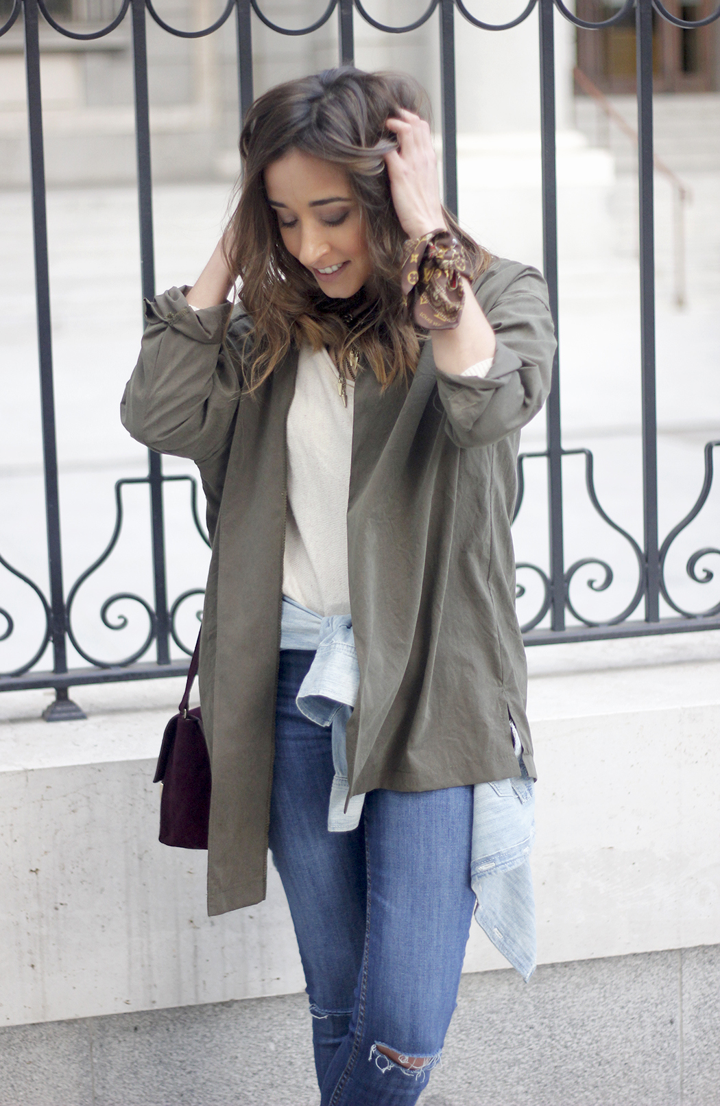 army green shirt jeans nude heels uterqüe purse outfit27