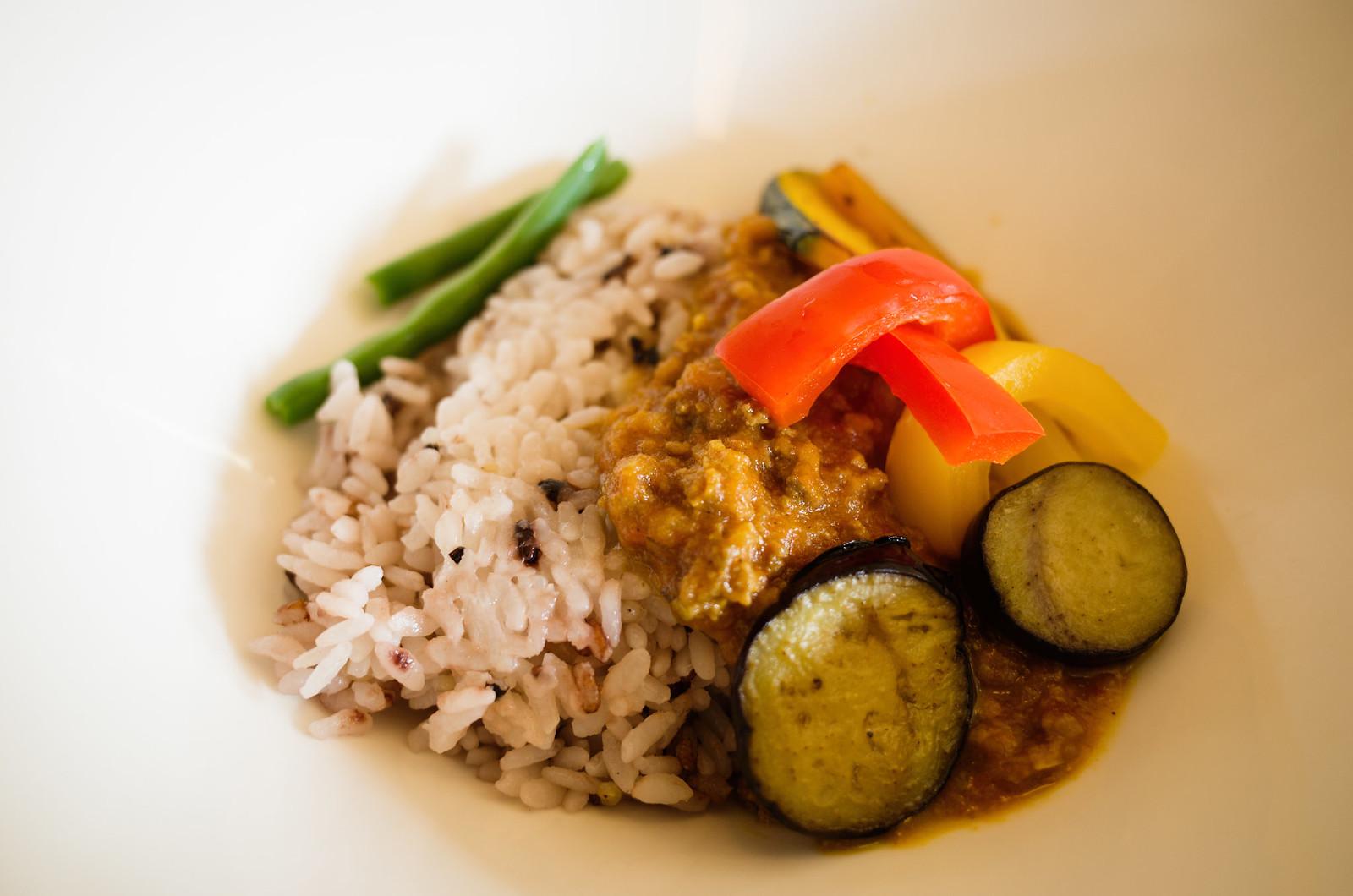 彩り野菜の五色米カレー