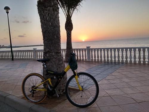 Amanecer en la Red Cicloturística Pilar de la Horadada (Alicante)