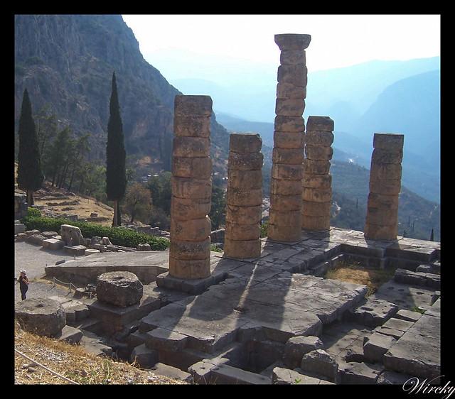 Grecia Delfos Osios Lukas Kalambaka - Columnas del Templo de Apolo