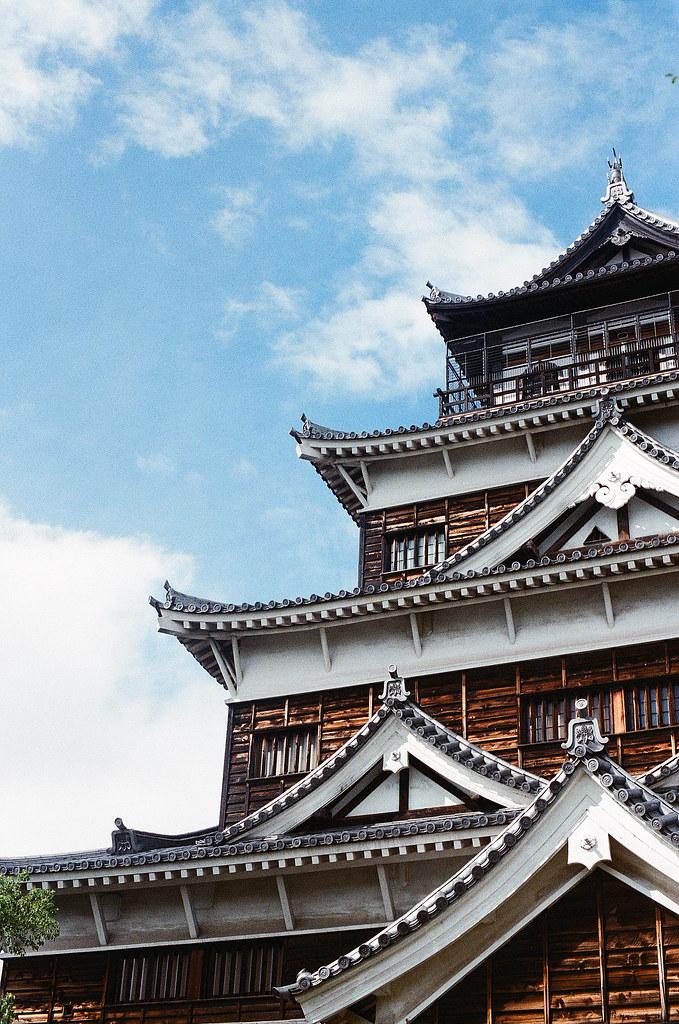 広島城 Hiroshima 2015/09/01 這是唯一一張天氣好,背景是藍天的!  Nikon FM2 / 50mm Kodak UltraMax ISO400 Photo by Toomore
