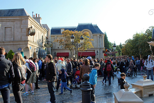 yes, that really is the queue for Ratatouille at 10.10 am in the morning...