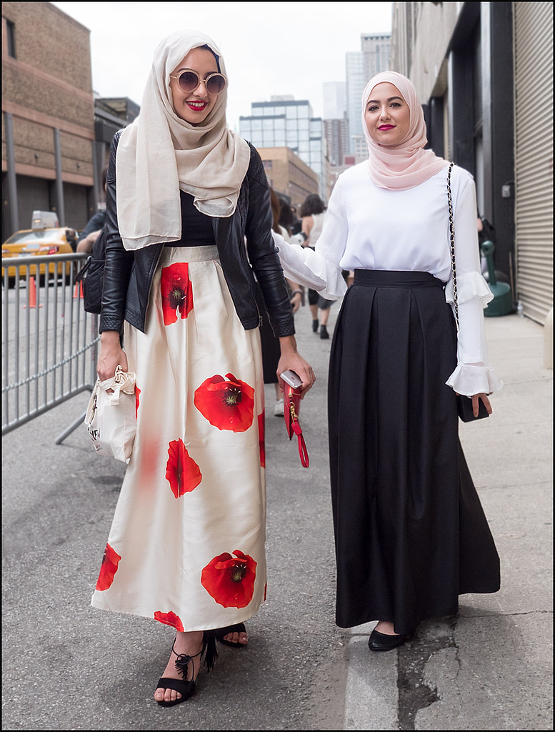FW9-15  26w2 long skirt big red flowers black top black leather jacket sandals hijab long black skirt white long sleeve top pink hijab