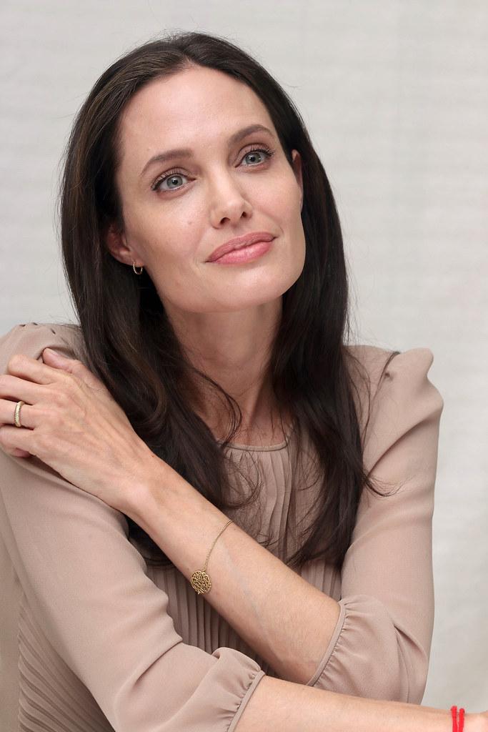 Анджелина Джоли — Пресс-конференция «Лазурный берег» 2015 – 73