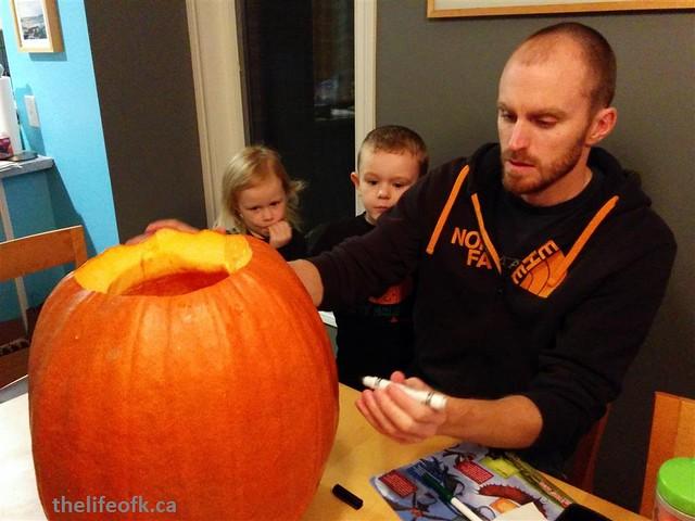 Halloween_2015_Pumpkin_Carving_Family