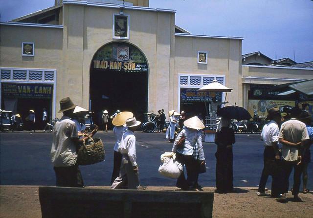 SAIGON 1950s - People At Ben Thanh Market