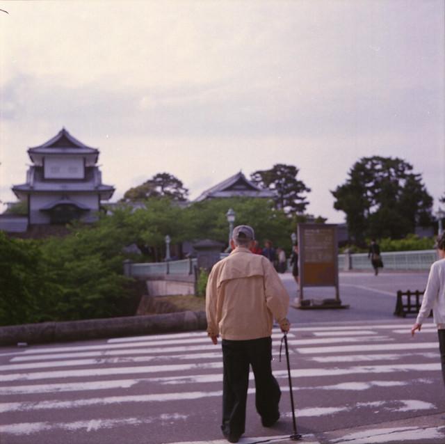 金沢城に向かう祖父