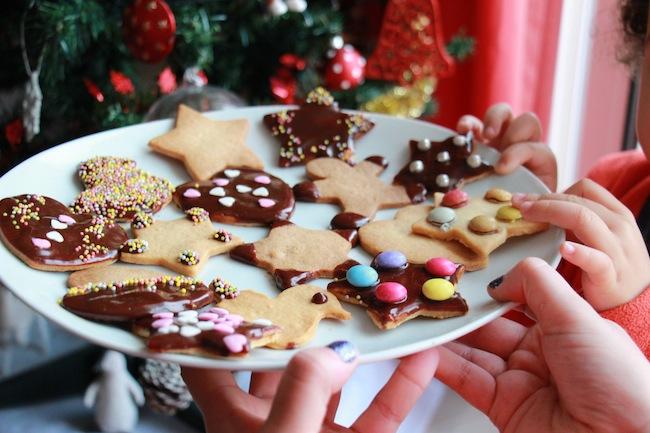 Sablés_de_Noël_à_4_mains_à_réaliser_avec_les_tout_petits_blog_pâtisserie_la_rochelle_2