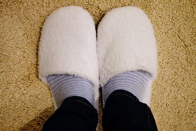 一進門就請我們換上蓬鬆柔軟的白色室內拖,像是踩著雲朵一樣軟綿綿的  @花蓮慢慢旅行民宿