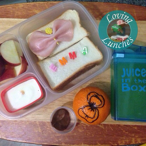 Loving a #bowtiful @easylunchboxes for MissM's prep lunch tomorrow… juice in her #juiceinthebox used to stop the apple browning. With @boardwalkimports @emma_wiggle #easylunchboxes #easylunchbox #wiggles #schoollunch @little_bento