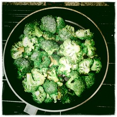 broccoli(1.0), vegetable(1.0), cruciferous vegetables(1.0), produce(1.0), food(1.0),