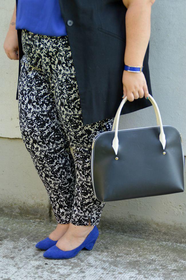 Outfit blu, nero e bianco (5)