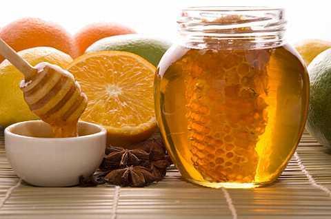 Vì sao ai cũng khuyên bạn nên uống nước chanh mật ong hằng ngày?