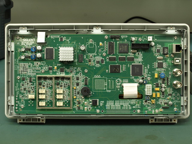 Siglent 1000X  Series Oscilloscope Teardown