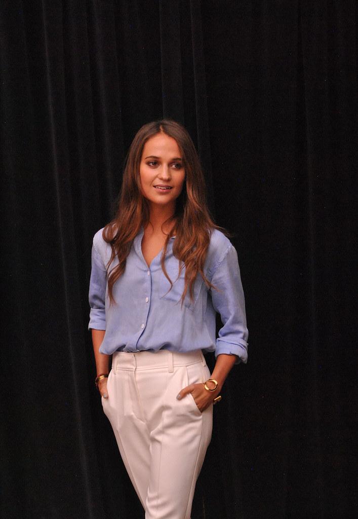 Алисия Викандер — Пресс-конференция «Девушка из Дании» на «TIFF» 2015 – 31
