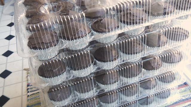 Meg's Wedding Cupcakes 8