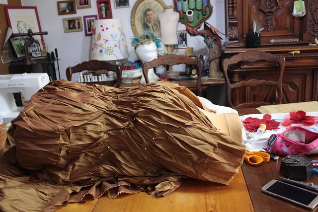 Taffetas plissé par mes soins, drapé sur le corsage
