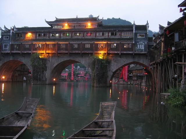 El casco antiguo de la ciudad de Fenghuang, provincia de Hunan. China.