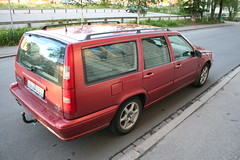 sedan(0.0), automobile(1.0), automotive exterior(1.0), family car(1.0), vehicle(1.0), volvo v70(1.0), volvo 850(1.0), volvo cars(1.0), land vehicle(1.0), luxury vehicle(1.0),