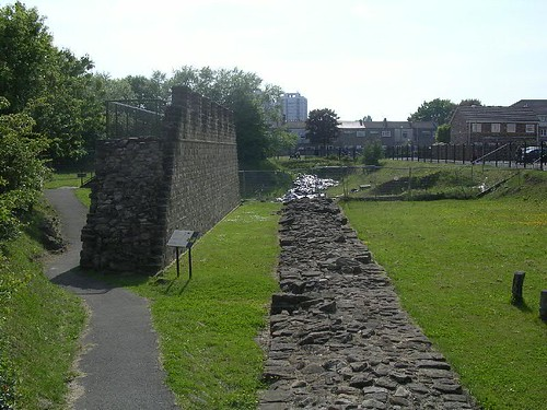 The reconstructed curtain wall next to the original