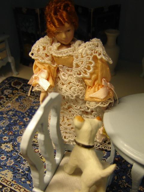 ruokasali: Molly's dog in dining room