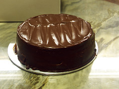 cake, buttercream, chocolate cake, ganache, chocolate pudding, flourless chocolate cake, food, icing, chocolate, cuisine, praline,