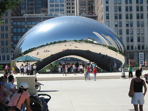 "Wideshot of the ""Chicago Bean"" in Millenium Park, 2006 (pingnews) 