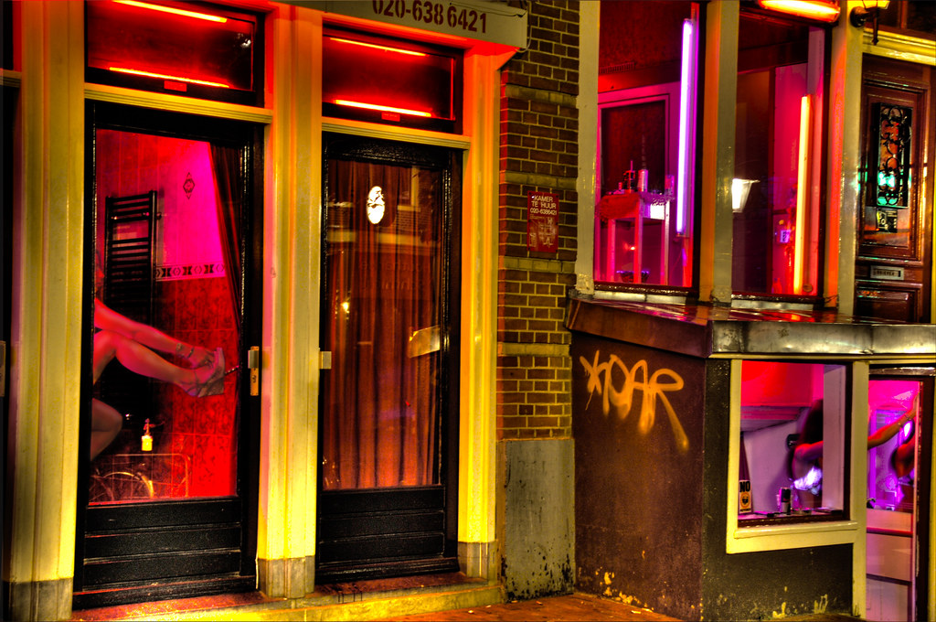 Prostituées en vitrine dans le quartier rouge d'Amsterdam - Photo de Trey Ratcliff @ Flickr