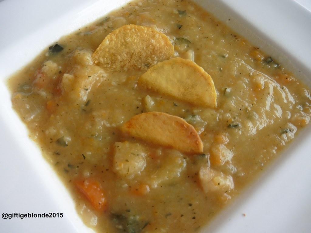 Gemüsesuppe mit Knusperchips
