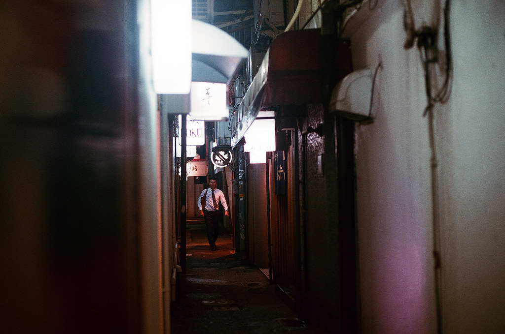 中洲屋台 福岡 Fukuoka 2015/09/02 一個很粉的巷口。  Nikon FM2 / 50mm AGFA VISTAPlus ISO400 Photo by Toomore