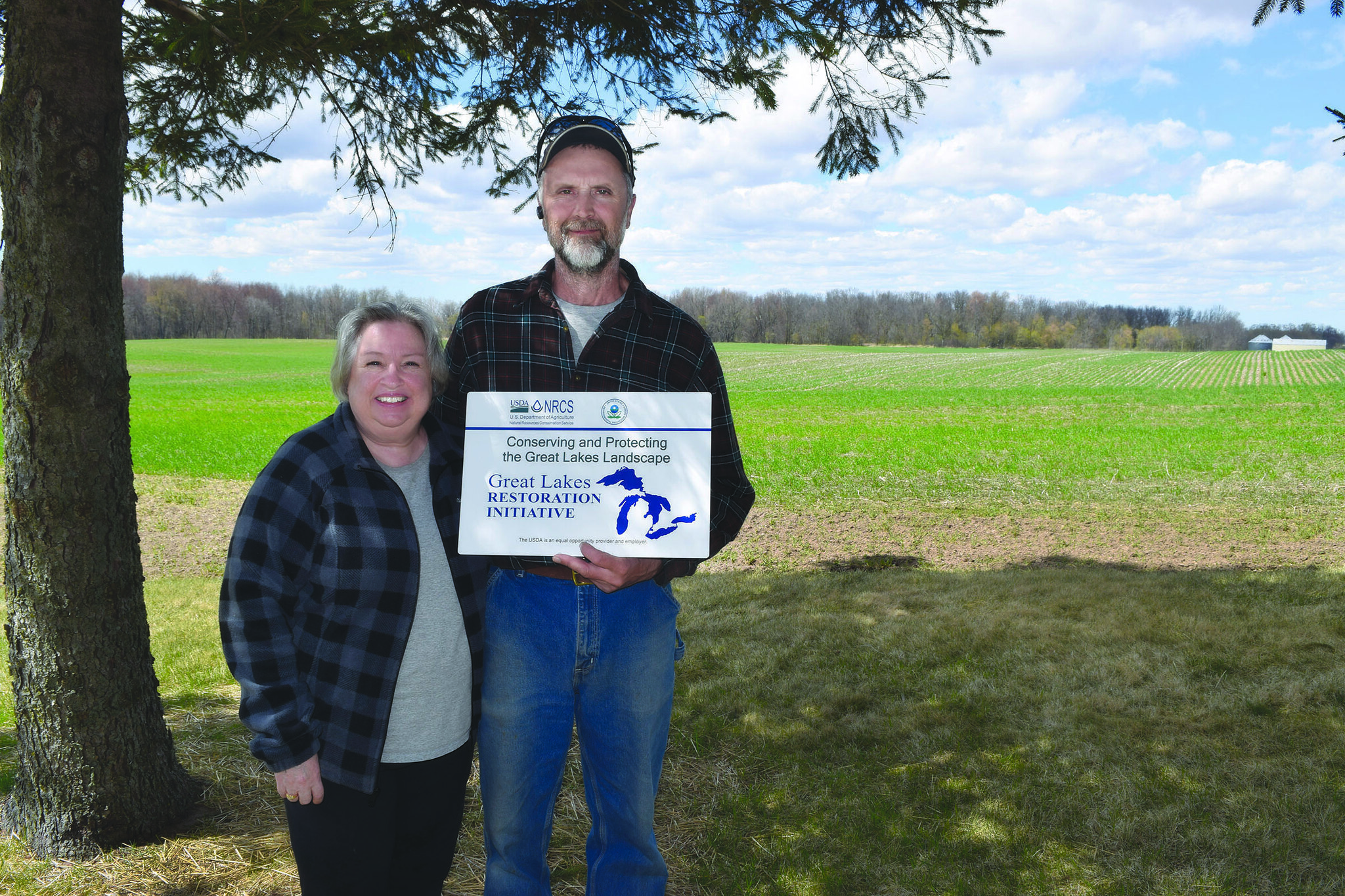 Greg and Karon Nettekoven manage an 800-acre vegetable farm in the Fox River watershed in Wisconsin where they use a variety of conservation practices. Photo: Tivoli Gough.