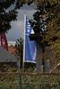 Die Werbeflagge vom Nachbarn by Thomas Schacke