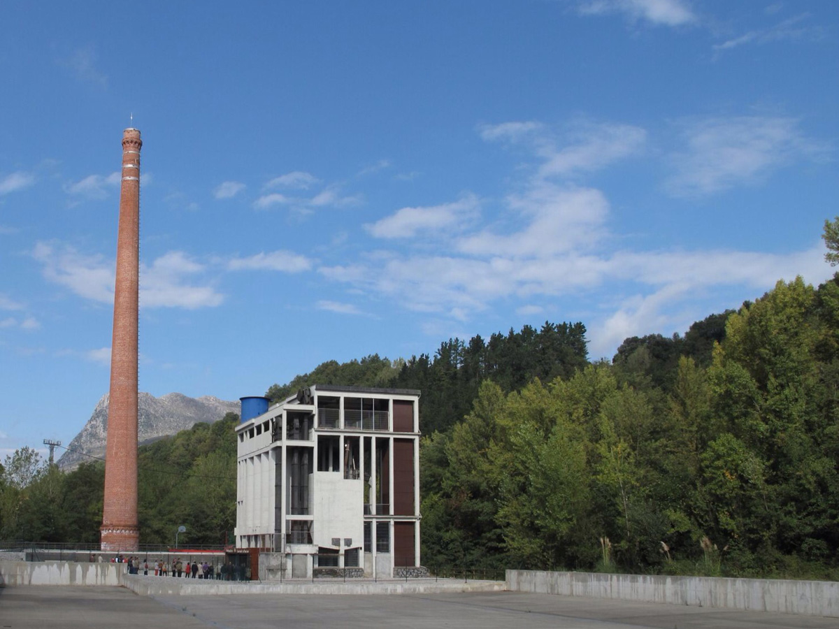 reharq_dolomitas_fabrica_chimenas_industrial_hotmigon