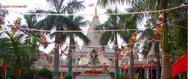 A large campus of श्री सनातन धर्म मंदिर (Shri Sanatan Dharm Mandir) with garden entry gate attached with Lord Shiv murti along with water fountain near sector 18 metro station Noida.