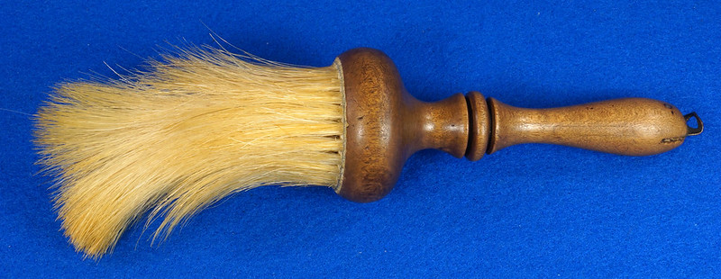 RD6913 Antique Barbers Brush Wood Handle DSC08579