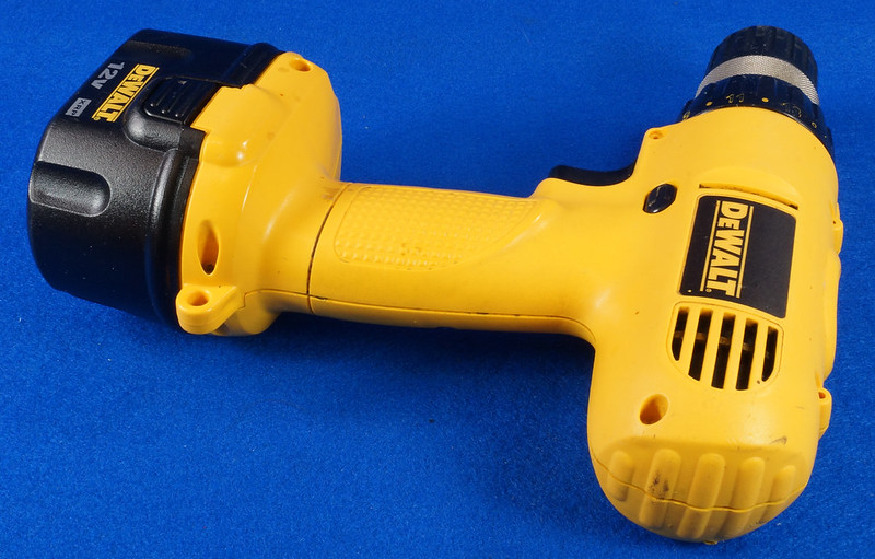 RD15258 DeWalt DW927K-2 12V NiCd Cordless Drill Driver Battery & Charger DSC08790