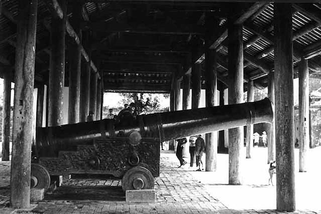 Huế 1964-65 - Photo by James McInnis - Cửu Vị Thần Công