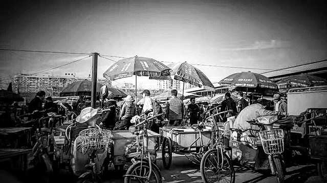 #StreetPhotography #BlackandWhite #StreetBW #StreetMonochrome #Monochrome #Panjiayuan #Antique #Market #Street #Beijing #China