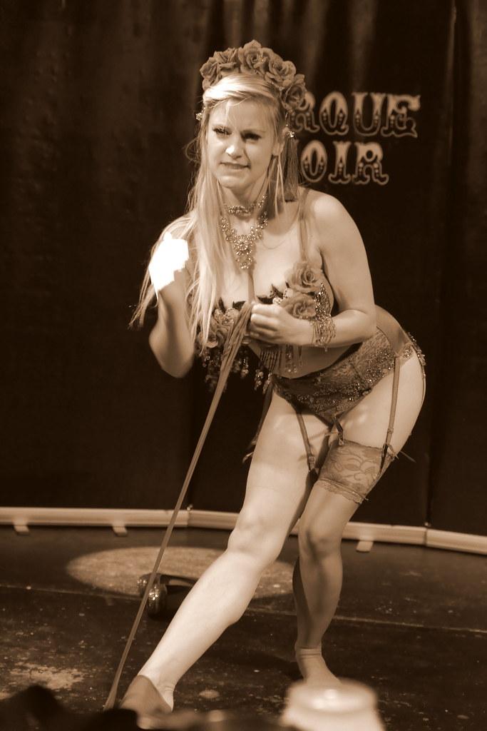 Cirque Noir Trapeze Bar (11)