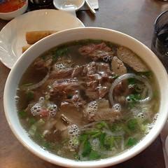 kuy teav(0.0), noodle(1.0), bãºn bã² huế(1.0), noodle soup(1.0), meat(1.0), pho(1.0), food(1.0), beef noodle soup(1.0), dish(1.0), soup(1.0), cuisine(1.0), gumbo(1.0),