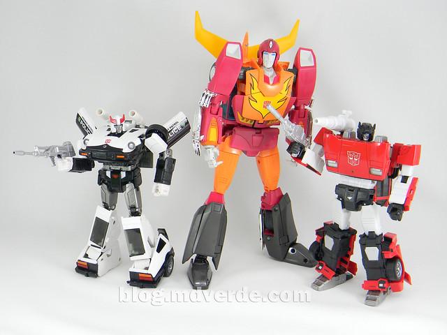 Transformers Prowl Masterpiece - modo robot vs Rodimus Prime vs Sideswipe
