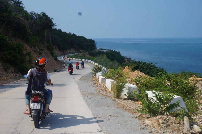Xe máy là phương tiện di chuyển lý tưởng nhất để khám phá đảo. Ảnh: Quang Nguyen/ flickr.com